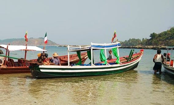 A private boat trip or public trip with one of our guides in Myanmar