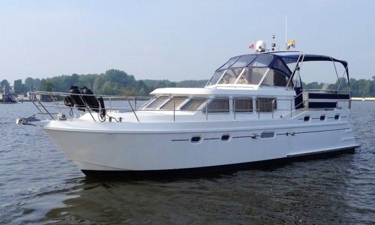 41' Hyperion Motor Yacht - 6 People