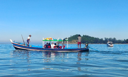 Fun Tour On A 10-person Traditional Boat In Yangon, Myanmar!