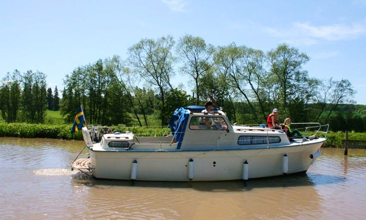 Rent 25' Motor Yacht in Vadstena, Östergötland County