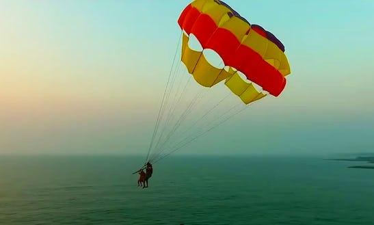 Enjoy Parasailing In Tarkarli, Maharashtra