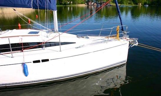 Charter Shine 30 Sailboat In Ruciane-nida