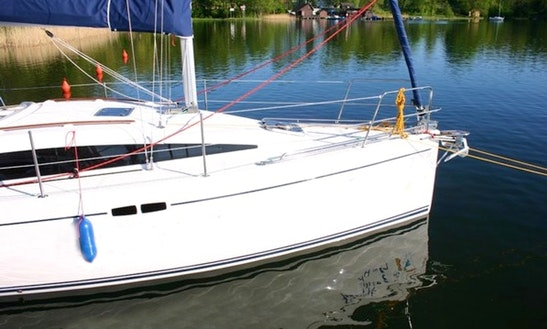 Charter Shine 30 Sailboat In Ruciane-nida