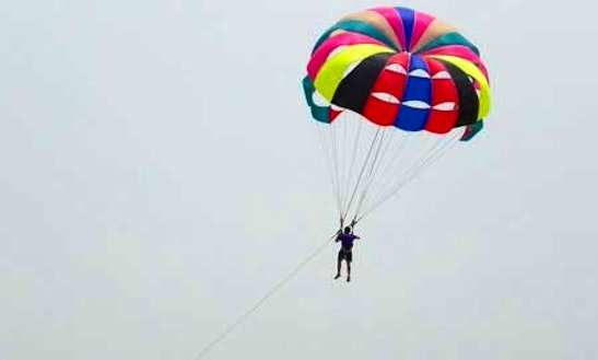 Enjoy Parasailing In Mandarmani, West Bengal