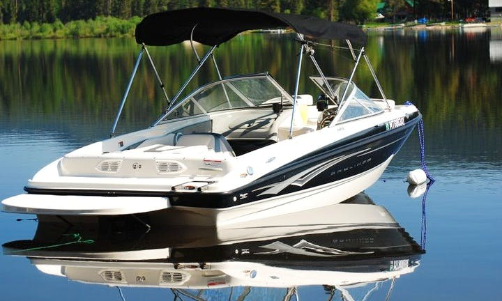 19' Bayliner Bowrider - 6 People Capacity on Flathead Lake (Personal Flotation provided for adult sizes only)