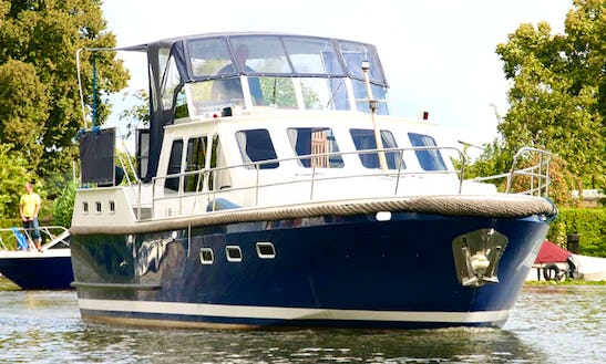 Charter 38' Johannes Motor Yacht In Brandenburg, Germany