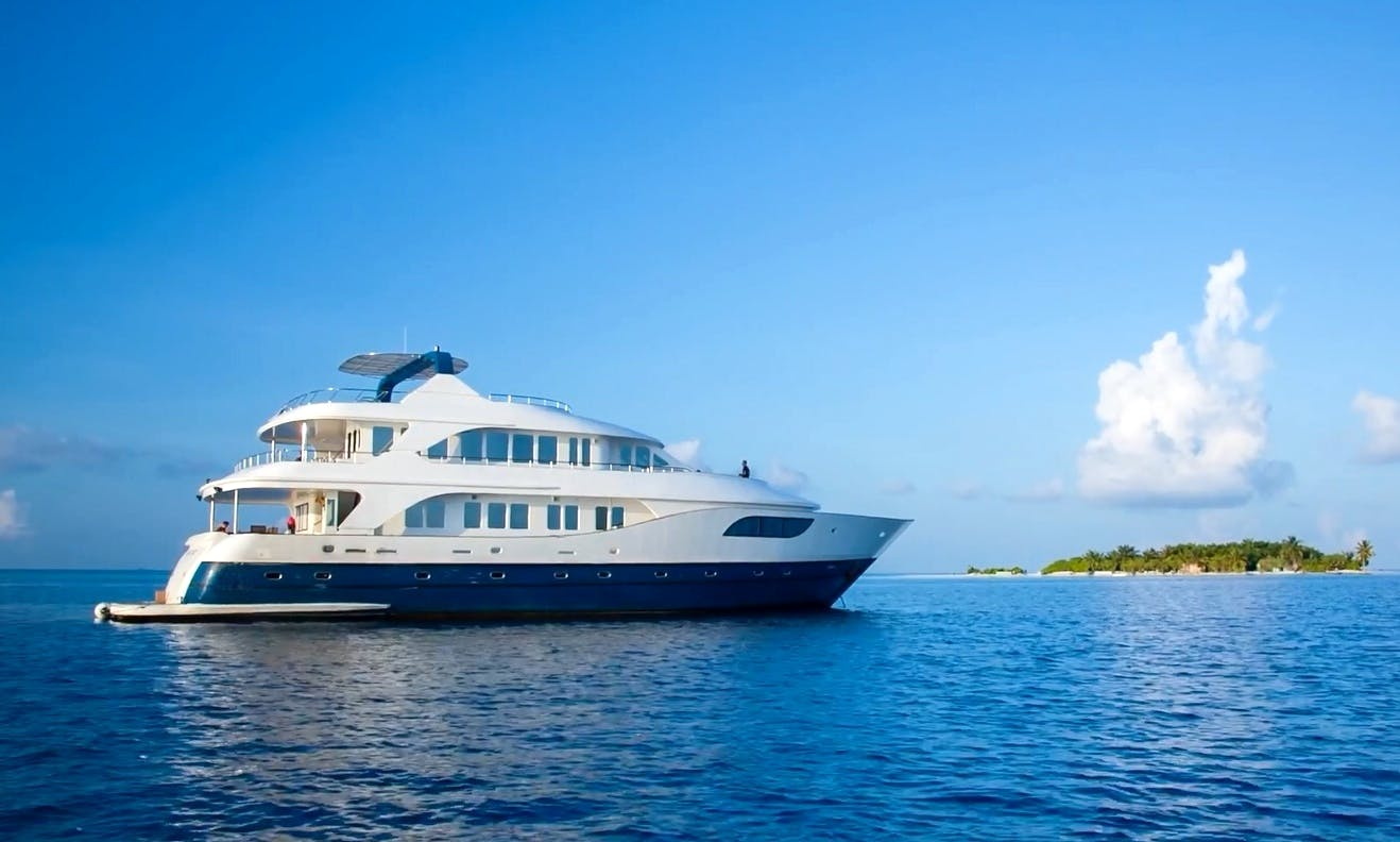 Maldives Luxury Yacht Charter for 18 People