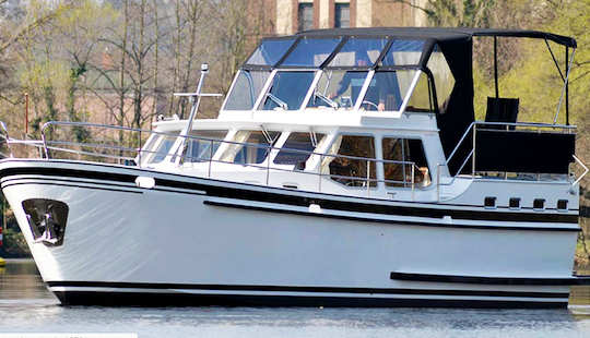Charter 41' Aaron Motor Yacht In Brandenburg, Germany