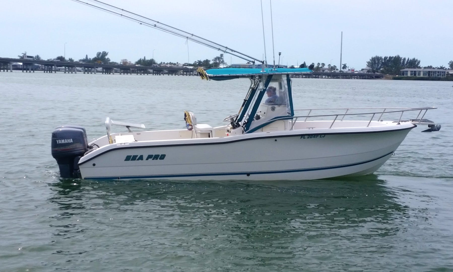 Enjoy Fishing On 25' Sea Pro fishing Center Console In Bradenton Beach, Florida