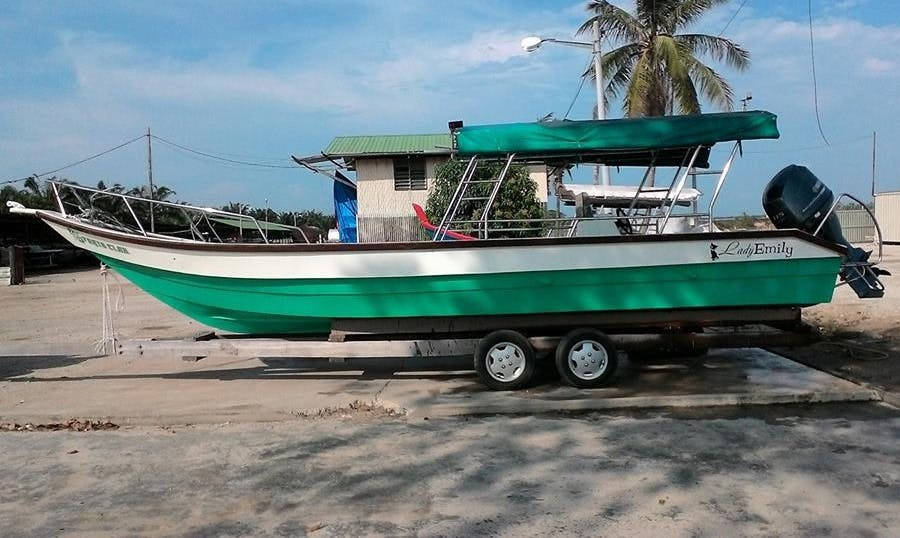 Enjoy Fishing in Lumut/Pangkor/Pulau 9 Malaysia on Center Console