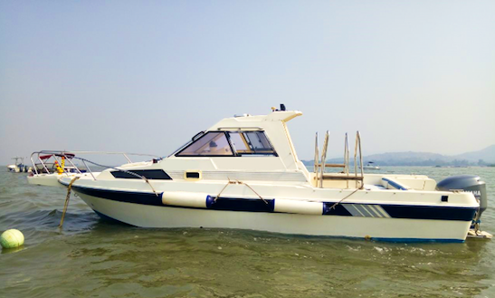 Private Boat Trips In Mumbai, India For Up To 10 People!