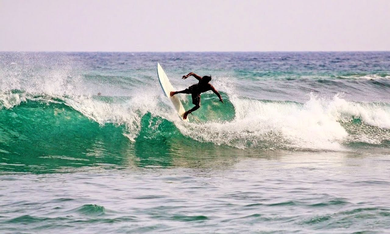 Enjoy Surfing in Mirissa, Sri Lanka