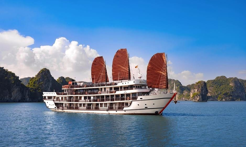 Amazing 2 Days Cruise on a Power Mega Yacht in Quốc Tử Giám, Vietnam