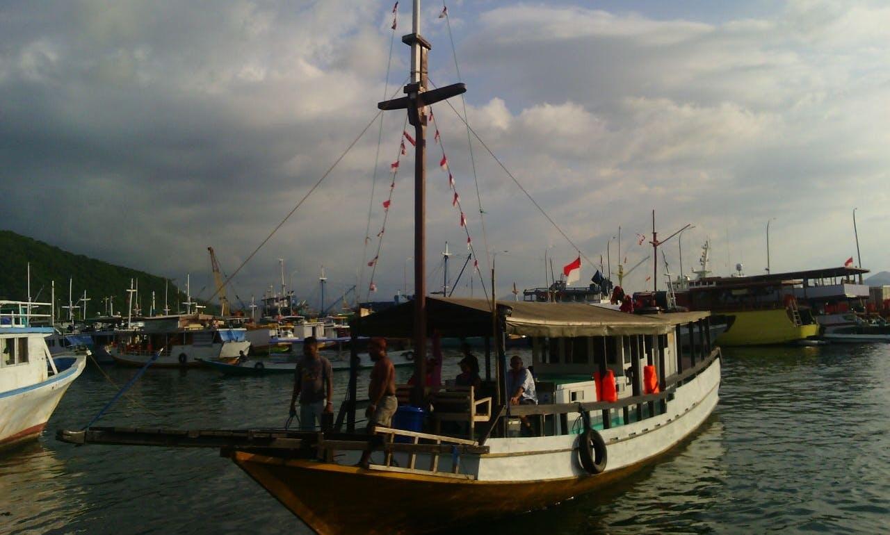 Enjoy Houseboating Trip in Komodo, Indonesia