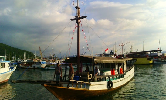 Enjoy Houseboating Trip In Komodo, Indonesia