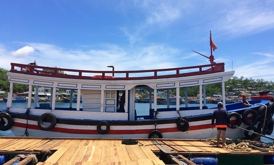 Charter A Passenger Boat In Nha Trang City - Viet Nam