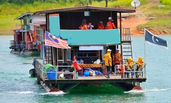 See Much Wildlife And Waterfalls On A Houseboat Charter