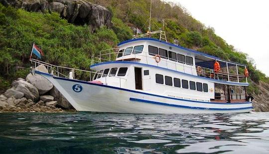Passenger Boat Rental In Tambon Wichit