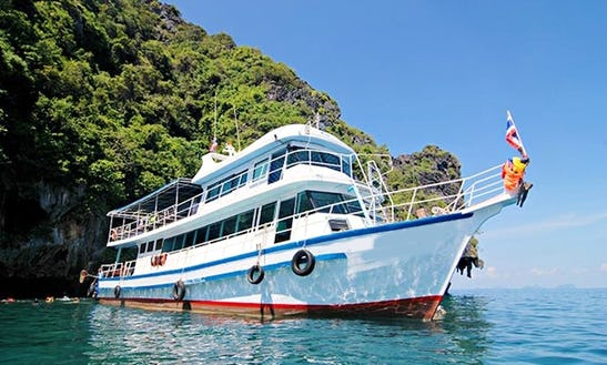 Island Boat Tours In Andaman Sea
