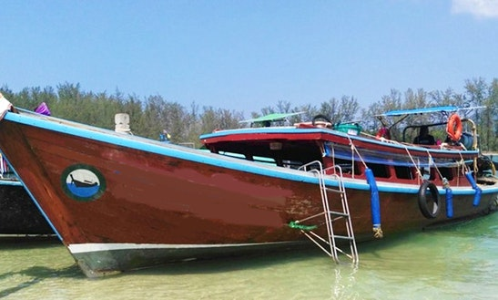 Charter A Traditional Boat In Tambon Pak Nam, Thailand