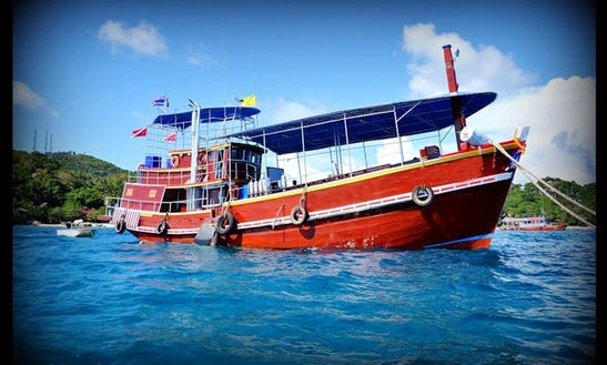 Sea Cutter Dive Boat In Surat Thani