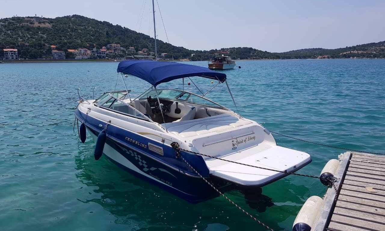 20' Crowline Power Boat Rental in Tisno, Croatia
