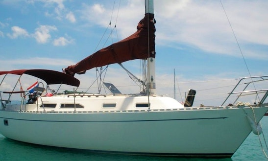 30' Classic Sailing Cruiser  In Ko Samui