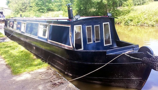Charter Georgia Canal Boat In Chinley, London