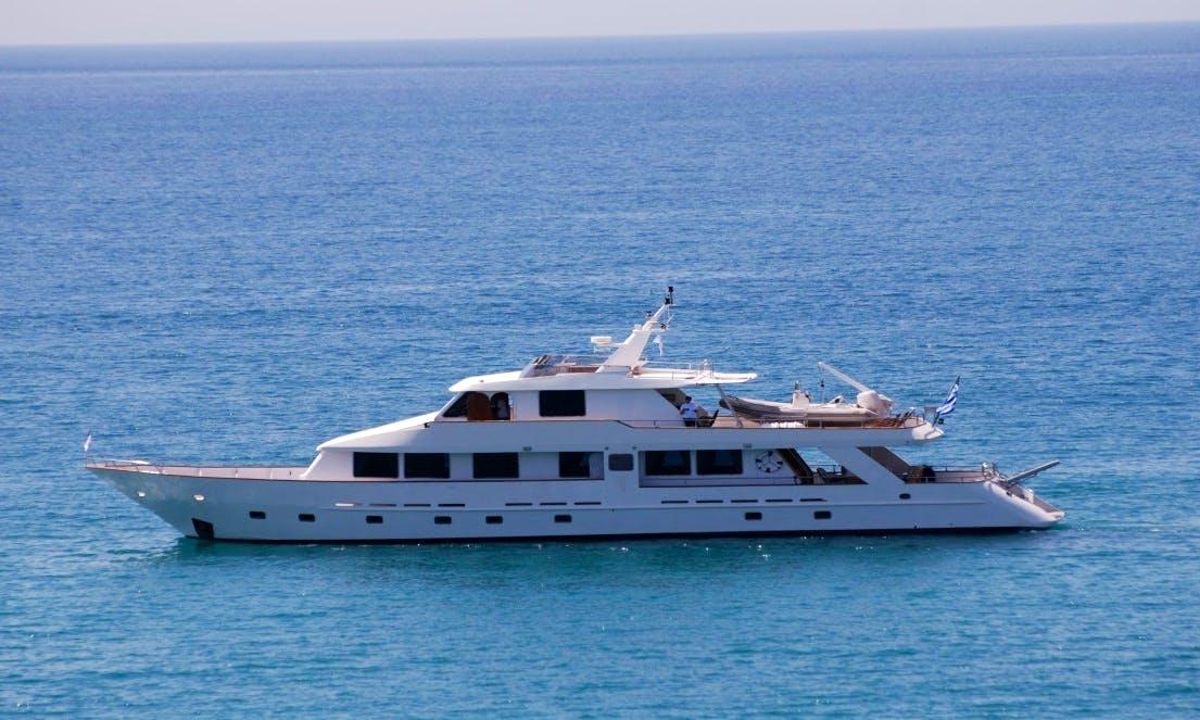 Charter 102' Elena Power Mega Yacht in Patra, Greece