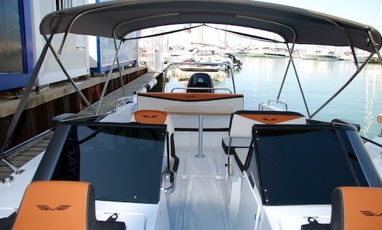 Rent The Beneteau Flyer 7.7 Sportdeck 2017 In Barcelona