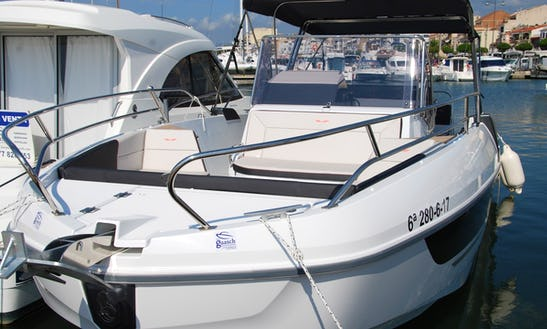 Rent The 2018 Model Flyer 8.8 Spacedeck Boat In Cambrils, Catalunya