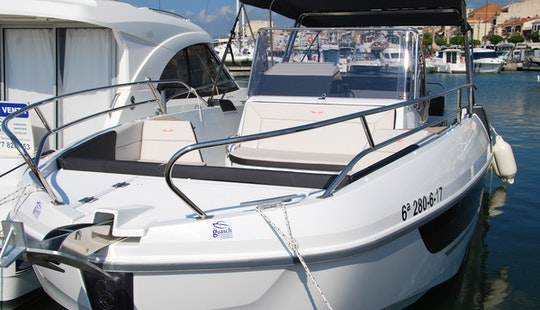 Rent The 2018 Model Flyer 8.8 Spacedeck Boat In Cambrils, Catalunya