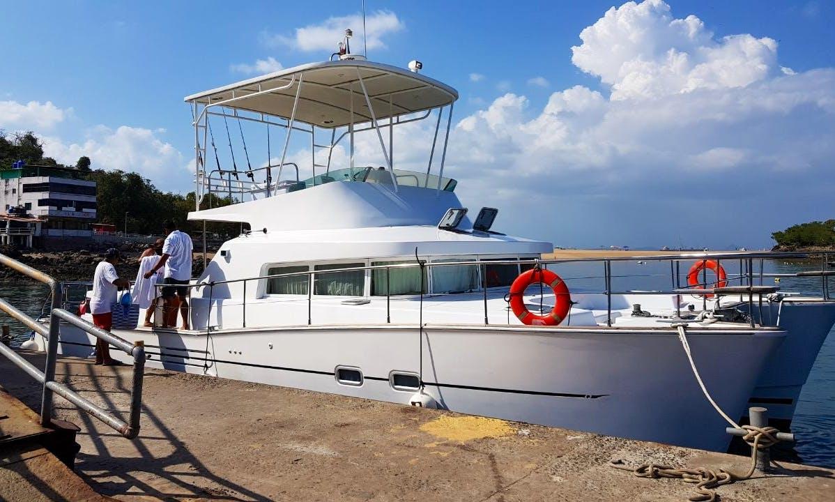 Charter 33' Lagoon Power Catamaran in Panamá