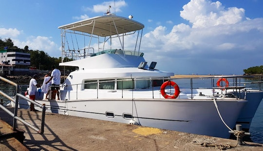 Charter 33' Lagoon Power Catamaran In Panamá