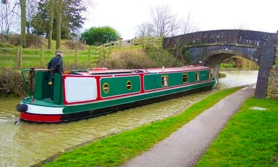 Canal Boat Arctic Fox Hire In Rowde