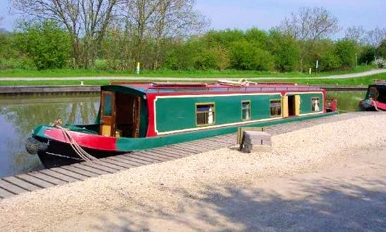 Canal Boat Foxglove Hire In Rowde