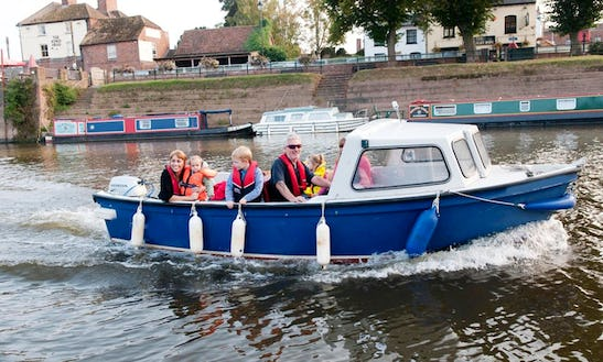 """""""sea Breeze"""" Boat Hire In Upton Upon Severn"""
