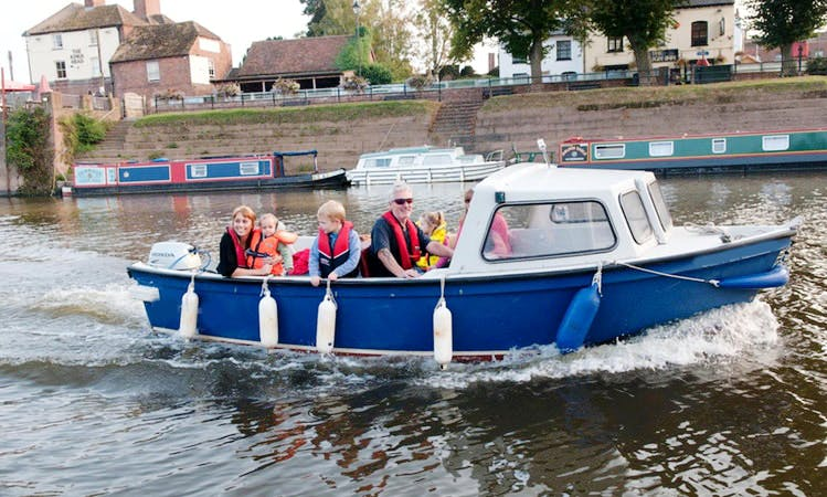 """Sea Breeze"" Boat Hire in Upton upon Severn"