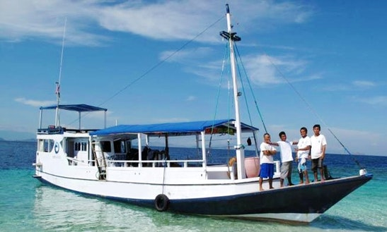 Komodo National Park Dive Boat Trips For 12 Person!