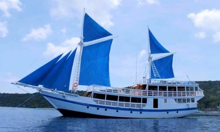 Charter 98' Schooner in Sorong, Indonesia for Diving and Sightseeing