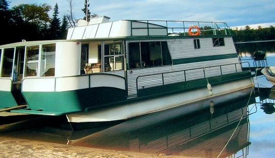 Houseboat Floating Vacation In Vermilion Bay, Ontario