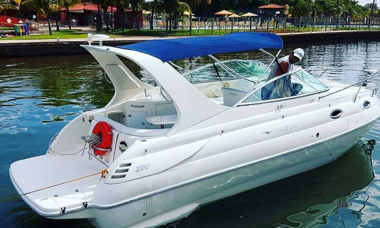 Rent Triton 280 Powerboat in Brasília, Brazil