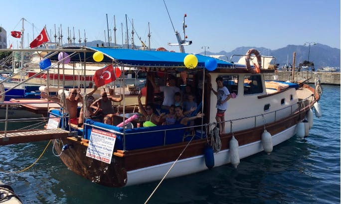 Family Boat Charter on a classic Motor Yacht in Muğla, Turkey