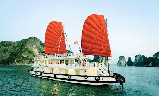 Charter A Junk Boat In Hạ Long, Vietnam