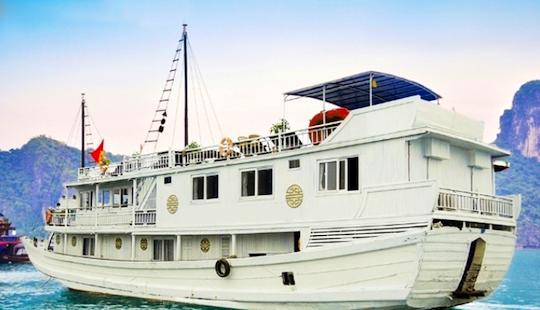 3 Day Cruise In Halong Bay On Junk Alova Gold