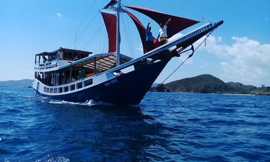 Houseboat Rental In Komodo