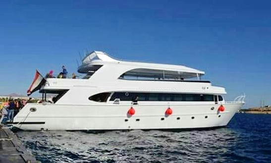 Charter A 35 Person Motor Yacht For Greta Tours In South Sinai