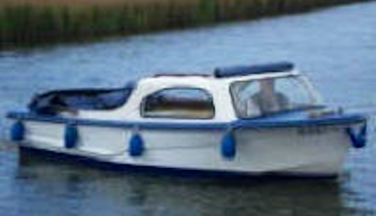 7 Person Canal Boat Rental In England, United Kingdom