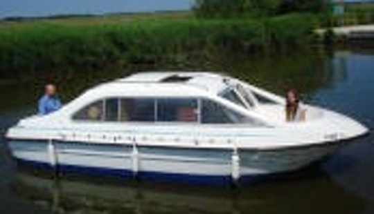 Charter A 8 Person Canal Boat With Skipper In England, United Kingdom