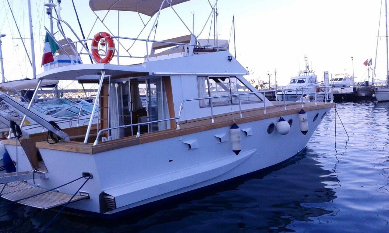 Charter 43' Friend Fritz Motor Yacht in Cefalù, Italy